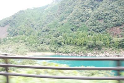 川の水も綺麗