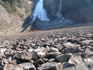 岩屋ダムの頂点から