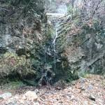 断崖絶壁を抜ける林道